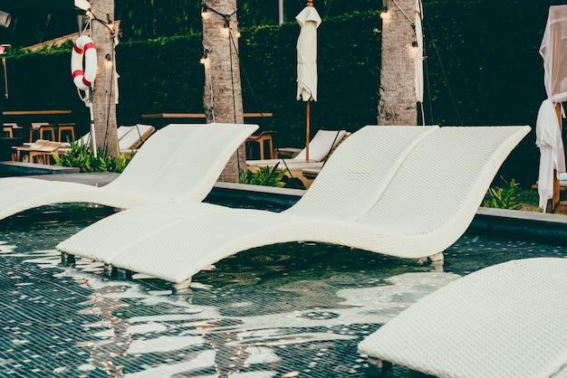 Cadeira de piscina