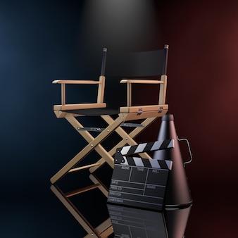Cadeira do diretor, filme clapper e megafone na luz volumétrica colorida em um fundo preto. renderização 3d