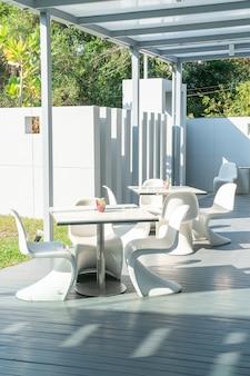 Cadeira e mesa no restaurante café