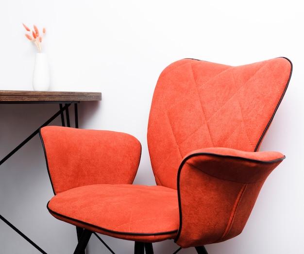 Cadeira moderna de close-up e mesa