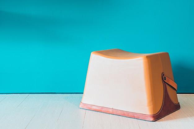 Cadeira moderna do vintage mesa de madeira