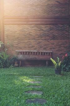 Cadeira no jardim