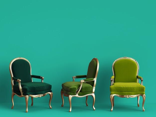Cadeiras clássicas em diferentes cores verdes na parede ciano com espaço de cópia