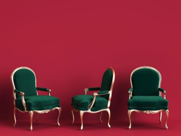 Cadeiras clássicas em verde esmeralda e ouro na parede vermelha com espaço de cópia