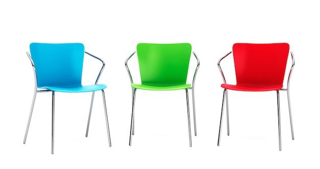 Cadeiras de plástico coloridas em um fundo branco