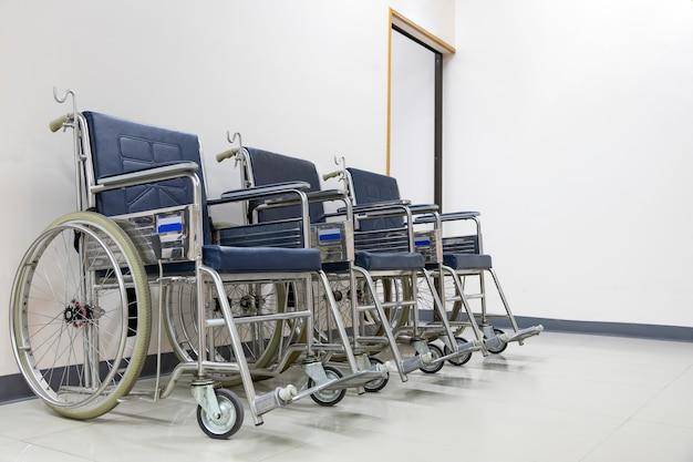 Cadeiras de rodas no corredor
