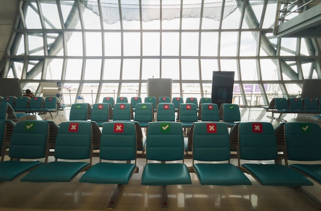 Cadeiras no aeroporto