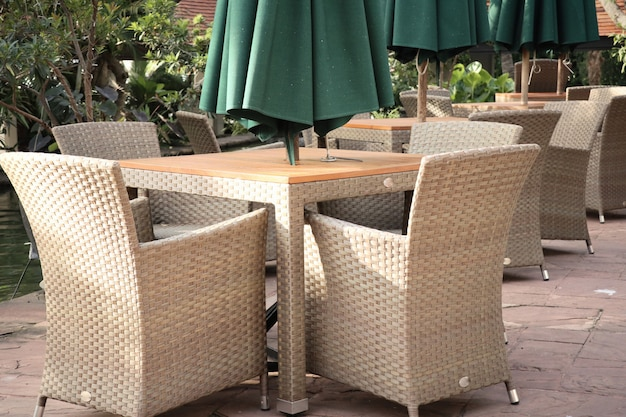 Cadeiras no jardim