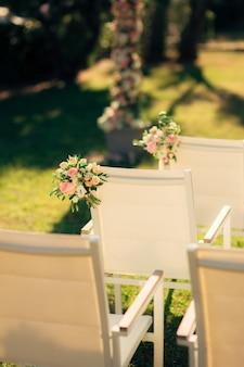 Cadeiras para cerimônia de casamento