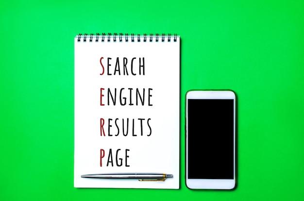 Caderno com a inscrição serp search engine results page