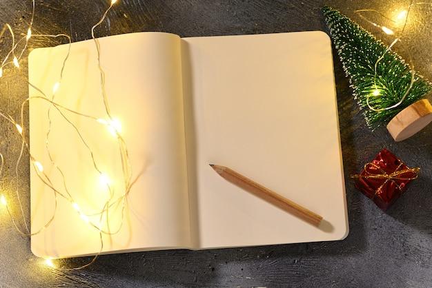 Caderno com espaço para texto sobre o tema natalino