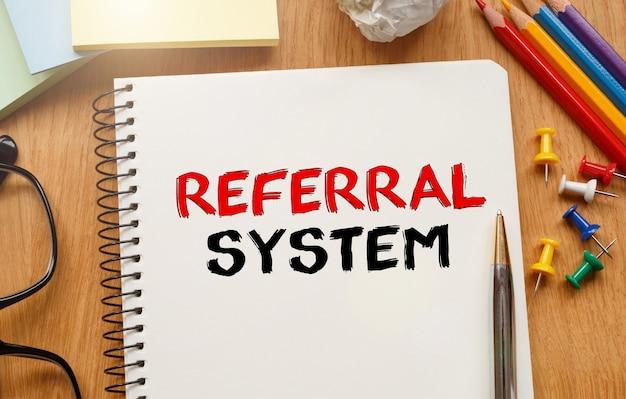 Caderno com ferramentas e notas sobre o sistema de referência