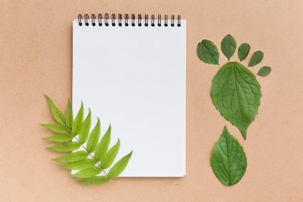 Caderno com folhas