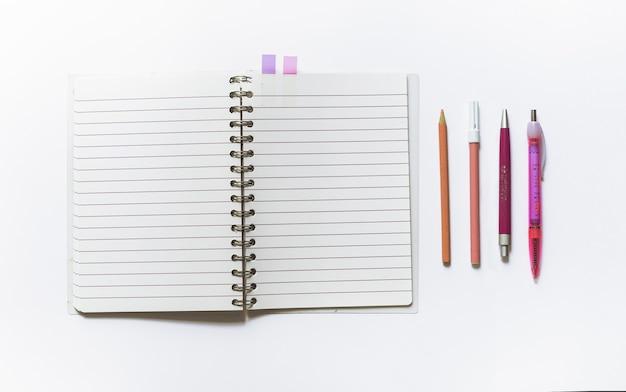 Caderno com mochila escolar
