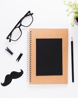 Caderno com óculos
