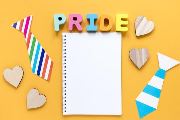 Caderno com palavra de orgulho