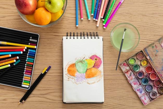 Caderno com vista superior com desenho