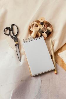 Caderno de alto ângulo e tópicos