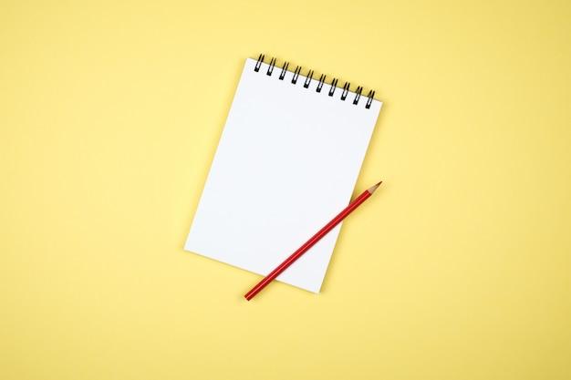 Caderno de escrita em branco