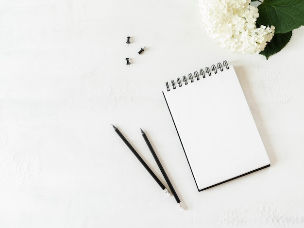 Caderno de folha em branco