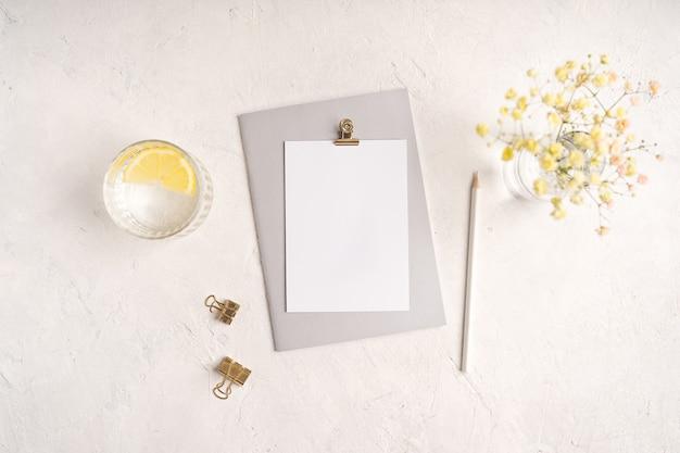 Caderno de papel em branco de vista superior.