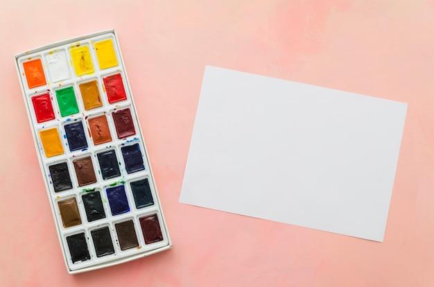 Caderno de vista superior com aquarela