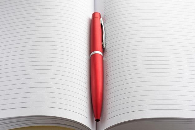 Caderno e caneta 1