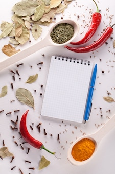 Caderno e caneta para escrever receitas