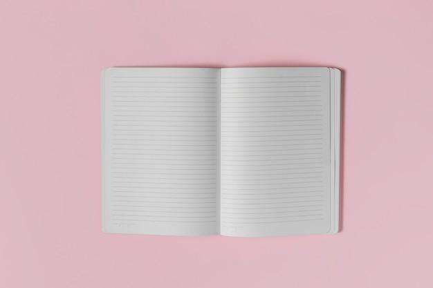 Caderno em branco aberto de vista superior