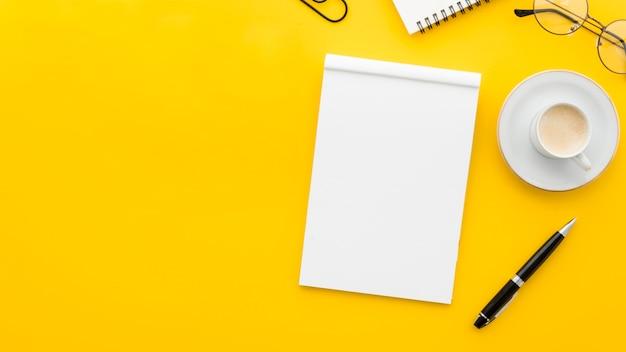 Caderno em branco de vista superior