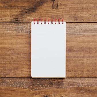 Caderno escolar com espaço para texto