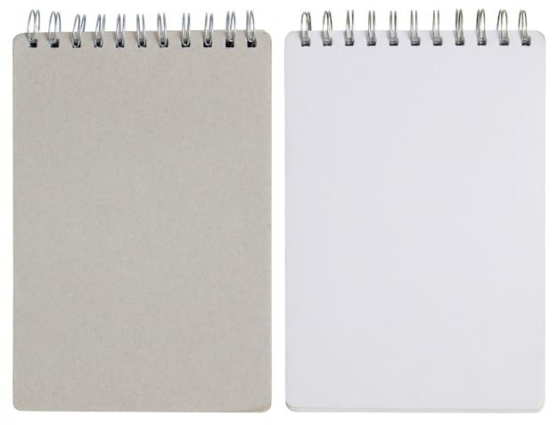 Caderno espiral em branco, isolado no branco com traçado de recorte
