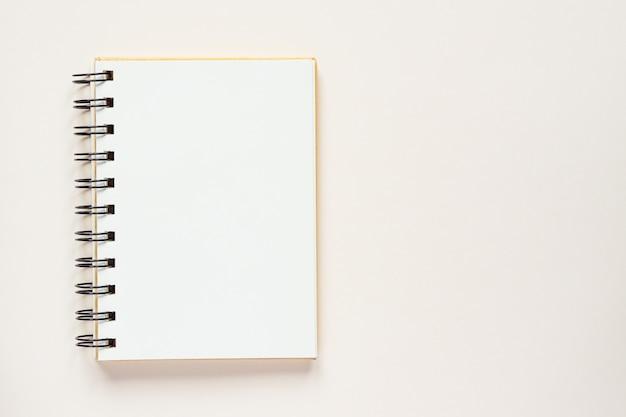 Caderno espiral limpo para anotações e mensagens. configuração mínima de negócios