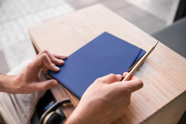 Caderno fechado