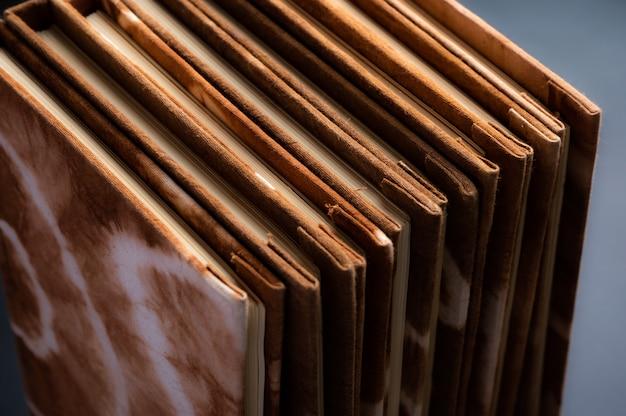 Caderno feito à mão, feito de tecido tingido natural e papel artesanal
