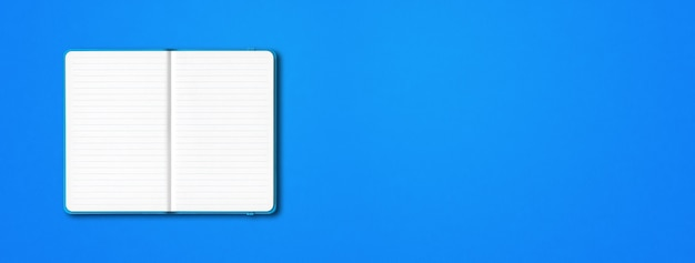 Caderno forrado aberto ciano isolado sobre fundo azul.