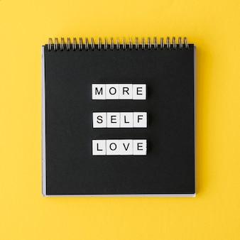 Caderno plano com mensagem