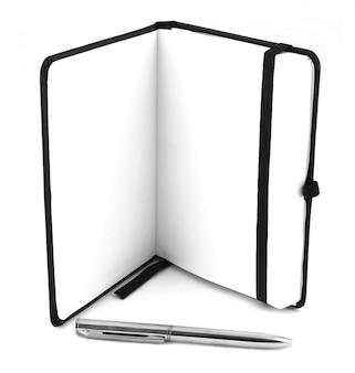 Caderno preto e caneta