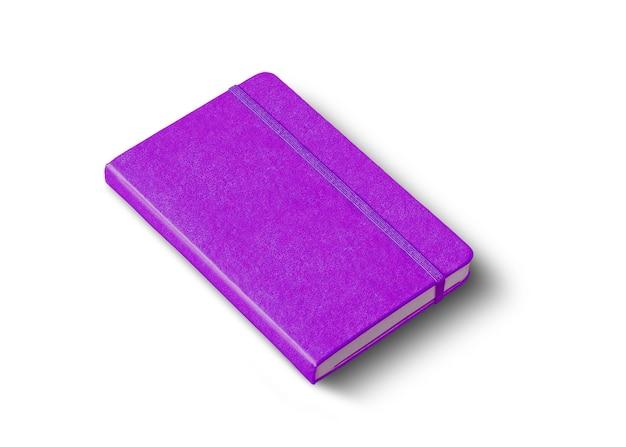 Caderno roxo fechado isolado no branco