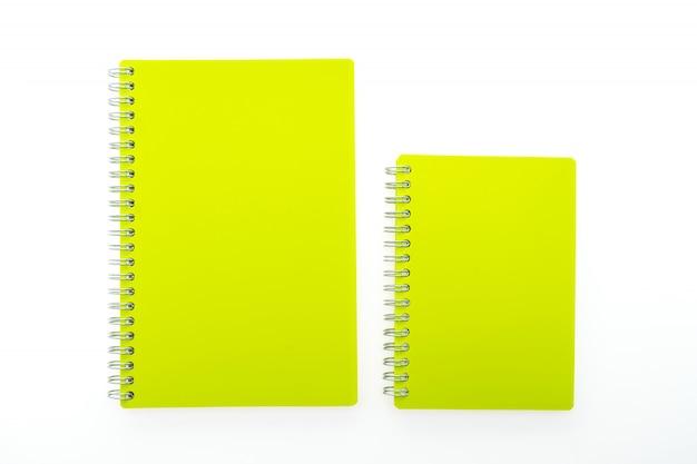 Cadernos amarelos com anéis