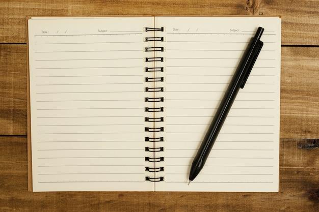 Cadernos e canetas são materiais didáticos. mantenha um bom registro dos detalhes.