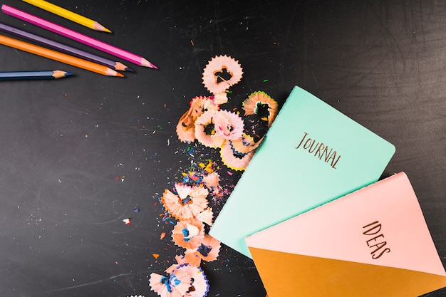 Cadernos originais com lápis coloridos