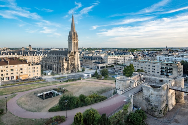 Caen, castelo e igreja