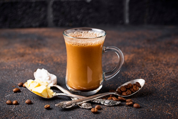 Café à prova de balas. bebida com baixo teor de carboidratos