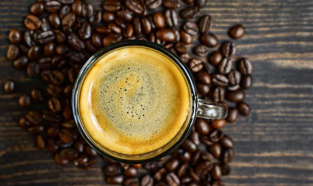 Café à prova de balas misturado com manteiga orgânica ceto dieta café. bebida cetogênica