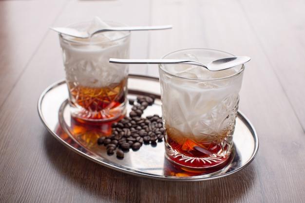 Café bebida refrescante em um copo
