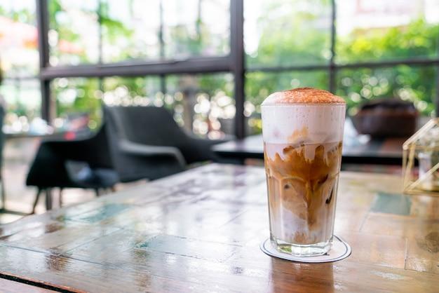 Café cappuccino gelado em cafeteria restaurante