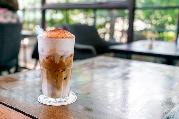 Café cappuccino gelado na cafeteria café restaurante