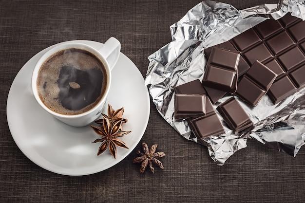 Café com erva-doce e chocolate