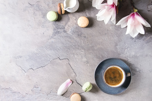 Café com flores da primavera